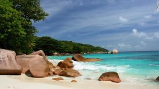 Pantai Anse Lazio di Seychelles menduduki posisi ke-4