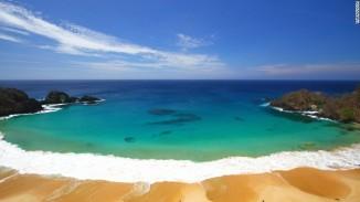 Pantai Baia do Sancho di Brazil menduduki posisi ke-2
