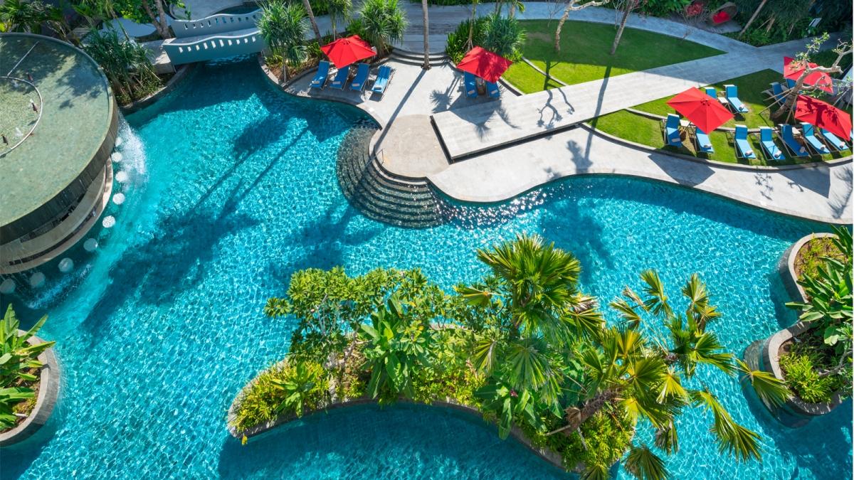 Saatnya Berenang! 8 Hotel di Bali ini Dilengkapi Kolam Renang Spektakuler!